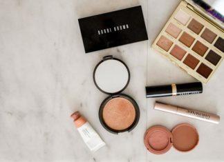 Jakie są zalety robienia zakupów kosmetycznych w Sieci?