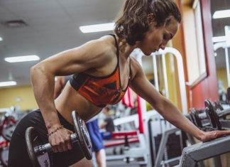 Czy kobiety powinny wykonywać trening siłowy?