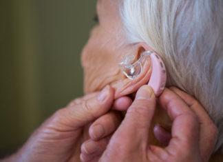 Aparat słuchowy czy operacja?