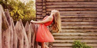 sukienka dla niskiej kobiety